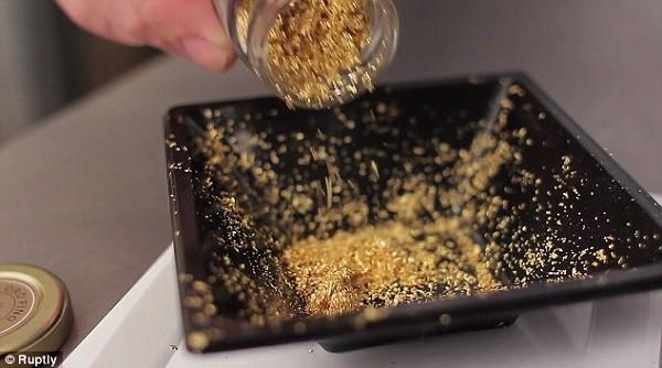 Nhóm người nước ngoài bán gần 60 kg vàng giả