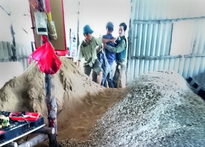 Tạm đình chỉ công tác đối với bốn bảo vệ rừng bị tố đánh người