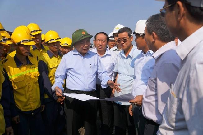 Phó Thủ tướng Nguyễn Xuân Phúc thị sát, yêu cầu rút ngắn thời gian thi công cầu Ghềnh
