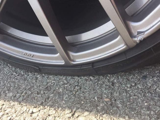 Đường cao tốc bong khe co giãn gây tai nạn cho BMW