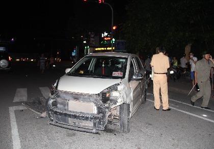 Một cán bộ nghi say rượu lái xe gây tai nạn liên hoàn