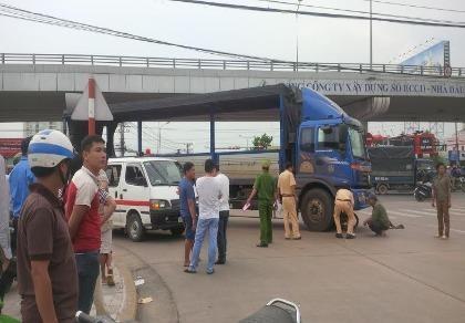 Một phụ nữ bị xe tải cán tử vong dưới cầu vượt Amata