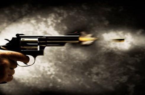 Dùng súng bắn trả công an, cướp xe giữa chợ