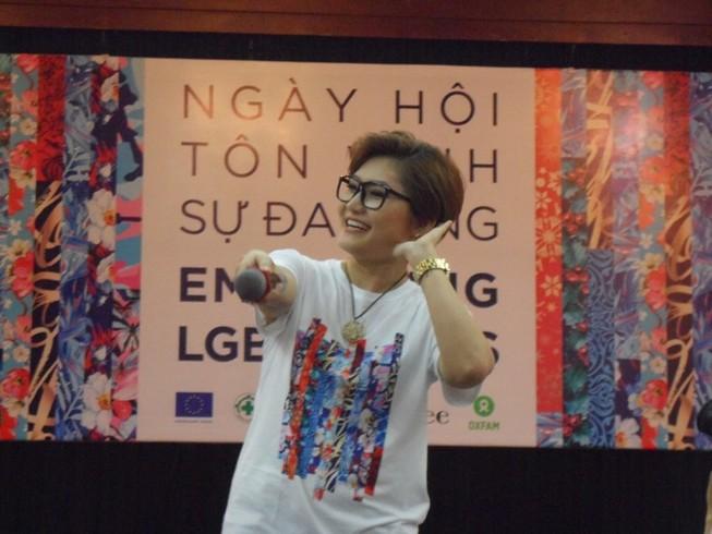 Tóc Tiên và Vicky Nhung giành giải thưởng tại Ngày hội tôn vinh sự đa dạng