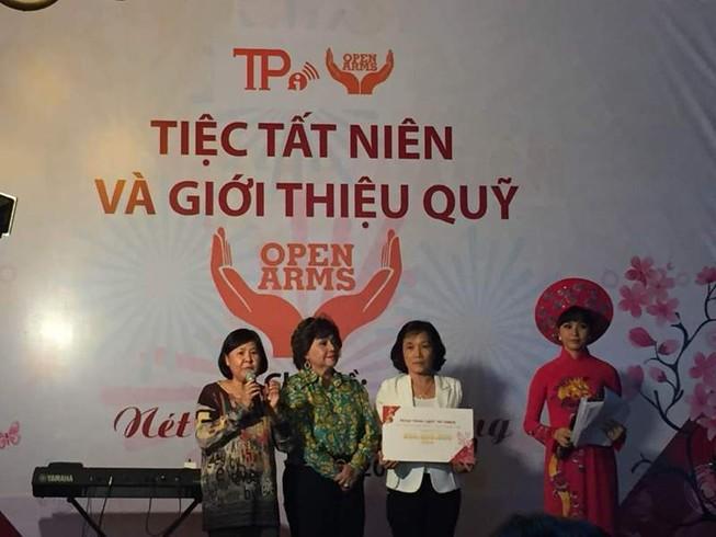 Hơn 100 nữ phóng viên khoe sắc trong Nét duyên bút hồng