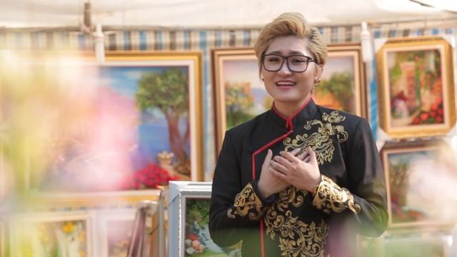 """Vicky Nhung """"lột xác"""" trong MV Tết"""