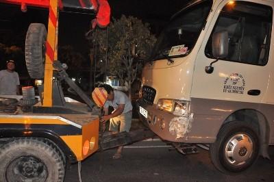 Tài xế chạy ngược chiều gây tai nạn đêm khuya