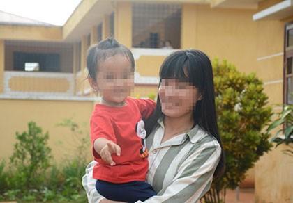 Trại giam Đắk Trung, những người còn ở lại  - Kỳ 2: Theo mẹ vào tù