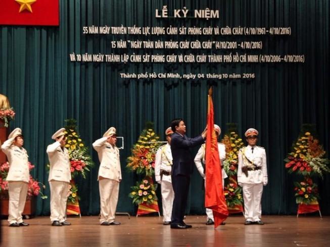 Cảnh sát PCCC TP.HCM nhận huân chương Bảo vệ Tổ quốc