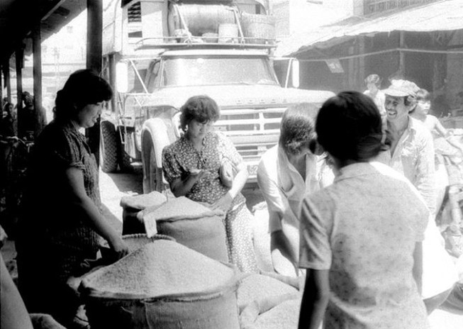 Gạo vào bếp dân