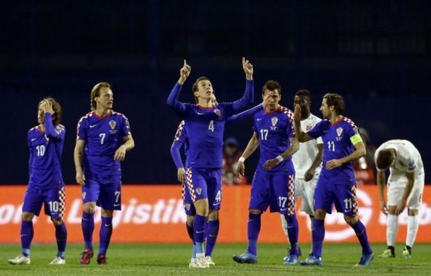 Croatia tiếp Ý trên sân… khóa cửa