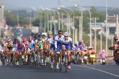 Chuẩn bị khai mạc đua xe đạp xuyên Việt mừng giải phóng miền Nam