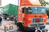Đâm vào container đang đậu, một người tử nạn