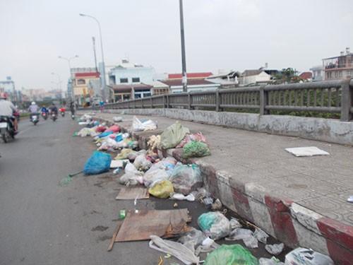 Rác thải, rác sinh hoạt vẫn đứng chờ