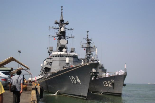 Hai khu trục hạm Nhật Bản mang vũ khí tối tân cập cảng Tiên Sa