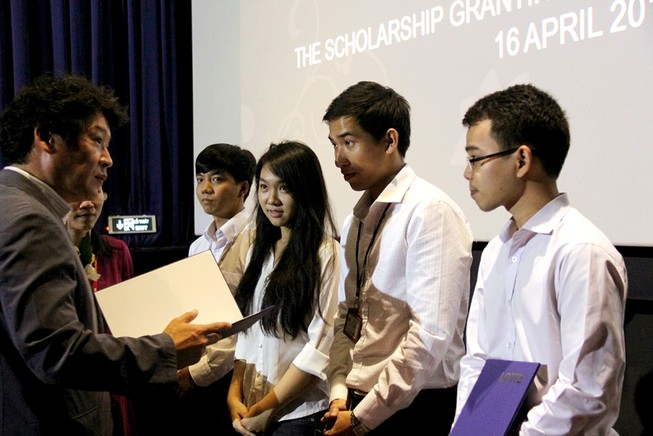 Trao học bổng cho 39 sinh viên thuộc 9 trường đại học