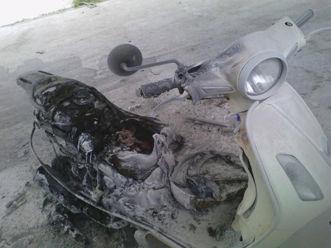 Xe máy sinh viên bốc cháy trong bãi giữ xe của trường