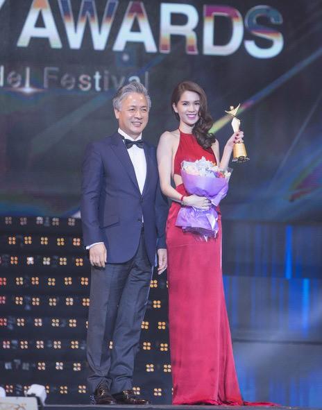 Ngọc Trinh nhận danh hiệu 'Nữ hoàng bikini châu Á'