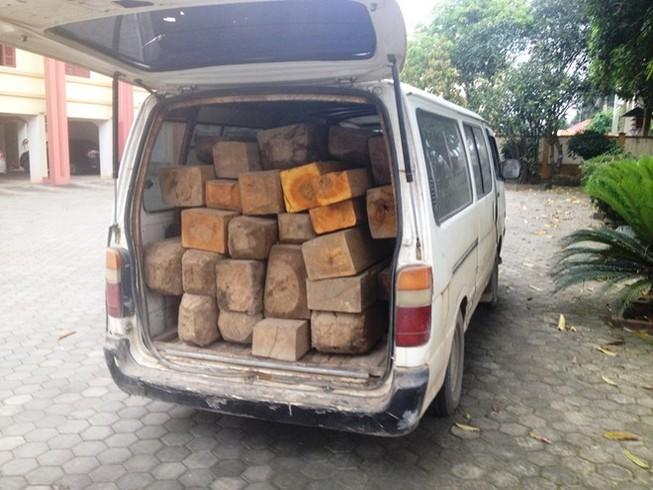 Bắt quả tang xe vận chuyển gỗ trái phép