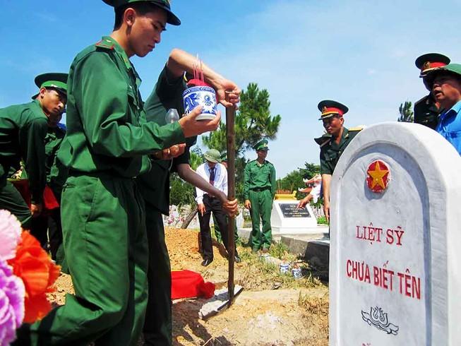 Lễ truy điệu, an táng 15 hài cốt liệt sĩ Việt Nam hi sinh tại Lào