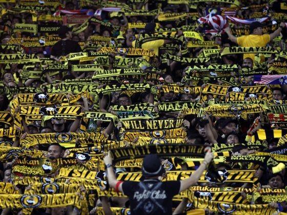 Ultras Malaya chơi đòn cân não với FAM