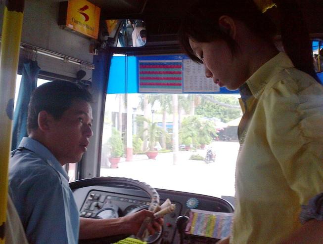 Gắn camera chống móc túi, sàm sỡ trên xe buýt