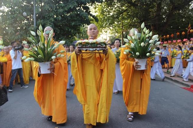 TP.HCM, Huế người dân đón mừng lễ Phật đản