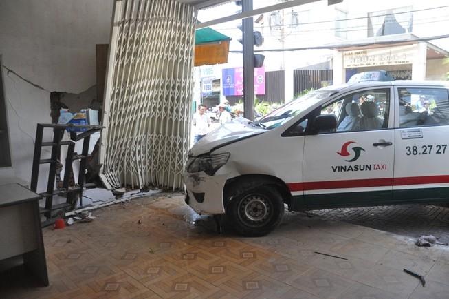 Vinasun lên tiếng vụ taxi tông sập nhà dân