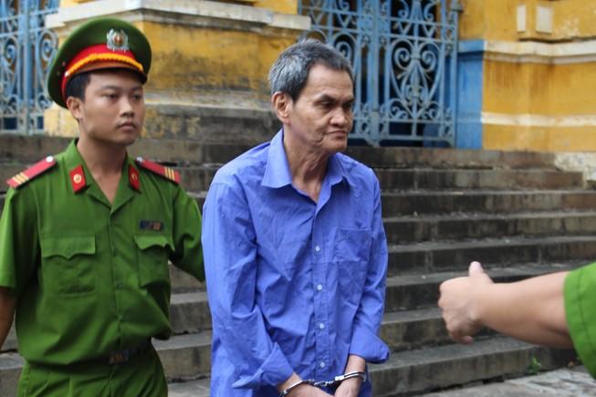 Ông lão 70 ngồi tù vì đâm chết hàng xóm