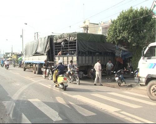 Tài xế ngủ gật, xe tải tông vào nhà dân