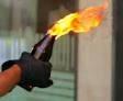 Dùng bom xăng dọa đốt phòng trọ để trả thù