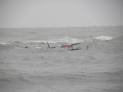 Kịp thời cứu sống bốn ngư dân bị chìm tàu trên biển