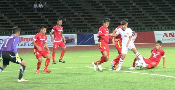 Giải U-16 Đông Nam Á: Đi trong...mưa bão