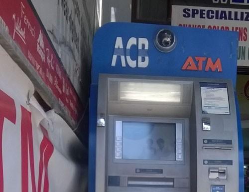 Bắt nhóm người nước ngoài dùng ATM giả để rút trộm tiền