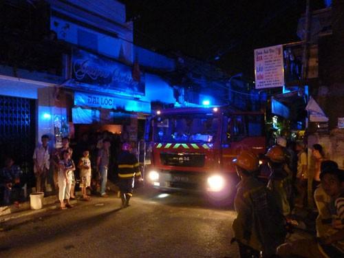 Cháy nhà một cụ bà được giải cứu