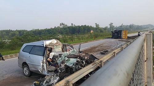 Tai nạn trên đường cao tốc ba người Hàn Quốc tử vong