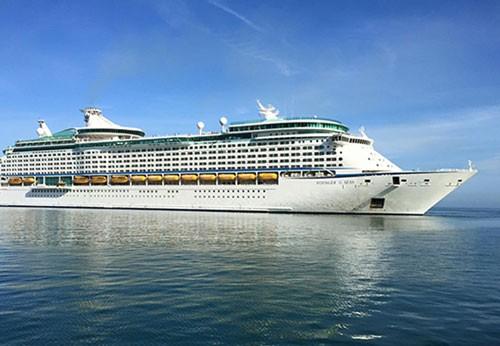 Du thuyền lớn thứ 3 thế giới cập cảng Chân Mây