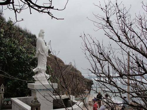 Đừng làm mất mỹ quan chùa Hang