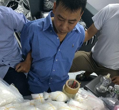 Bắt 2 nghi can thu giữ hơn 13kg ma túy đá