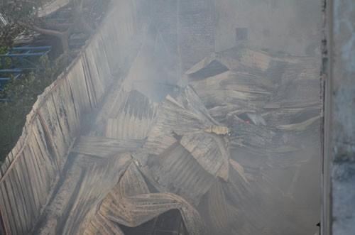 Một xưởng gỗ cháy lớn