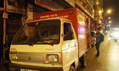 Bắt xe tải chở nhiều thùng mỹ phẩm không rõ nguồn gốc