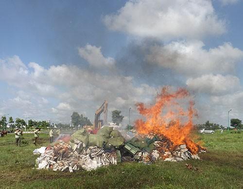 Tiêu hủy gần 290.000 gói thuốc lá lậu