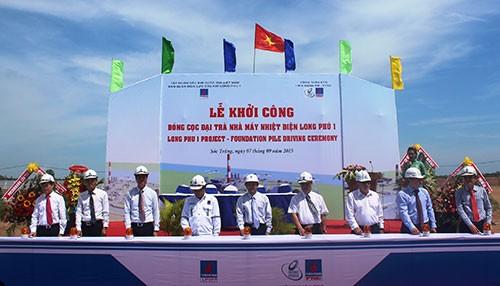 Đóng cọc nhà máy nhiệt điện Long Phú 1