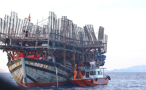 Cứu 38 thuyền viên, được Bộ trưởng Đinh La Thăng khen