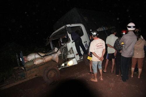 Xe tải mất thắng tông xe máy cày, 5 người trọng thương