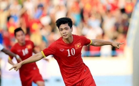 HLV Kiatisak: 'Chúng ta có Messi Channathip thì Việt Nam có Messi Công Phượng'