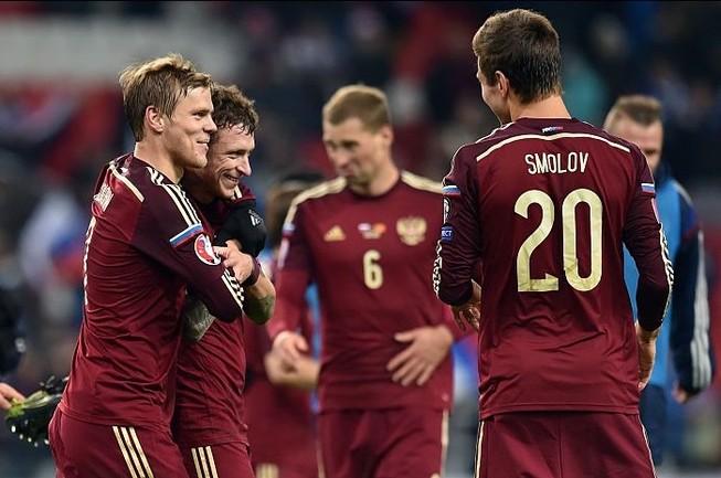 Vòng loại Euro 2016: Gấu Nga và Slovakia dắt tay tới Pháp