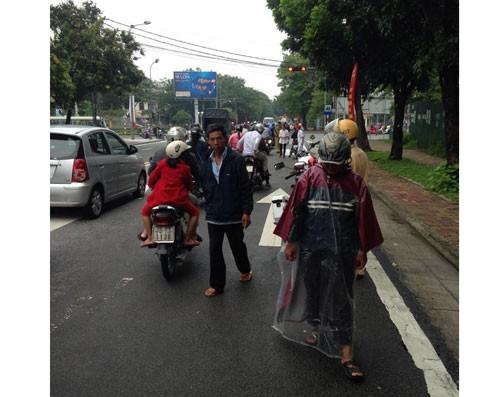 'Đinh tặc' lộng hành ở trung tâm thành phố