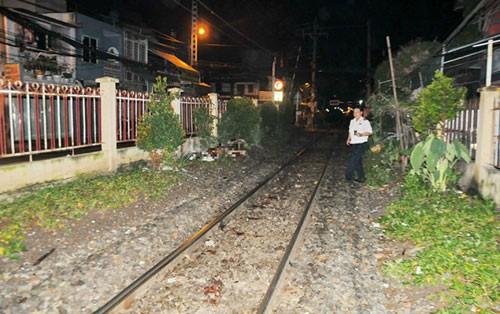 Nằm ngủ trên đường ray bị tàu hỏa tông tử vong