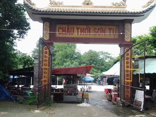Cảnh bát nháo tại di tích quốc gia chùa núi Châu Thới